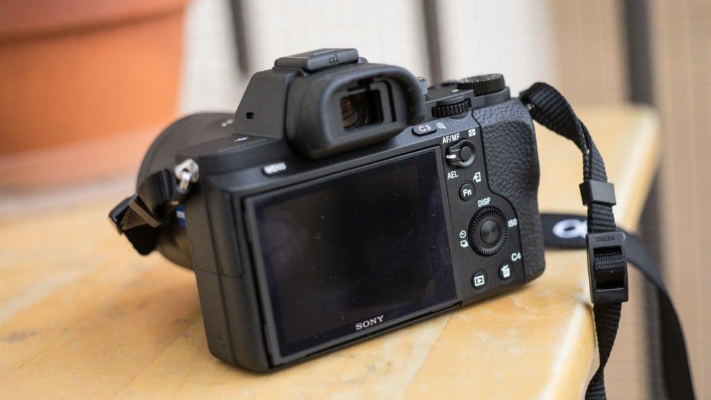 Sony A7R Mark II Review - Het knoppenschema is ergonomisch en prettig in gebruik.